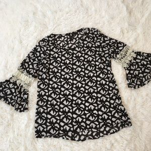 New Directions black/white blouse size M